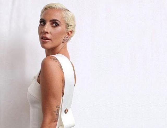 Похудевшая Леди Гага примерила белое платье от Victoria Beckham (ФОТО+ГОЛОСОВАНИЕ)