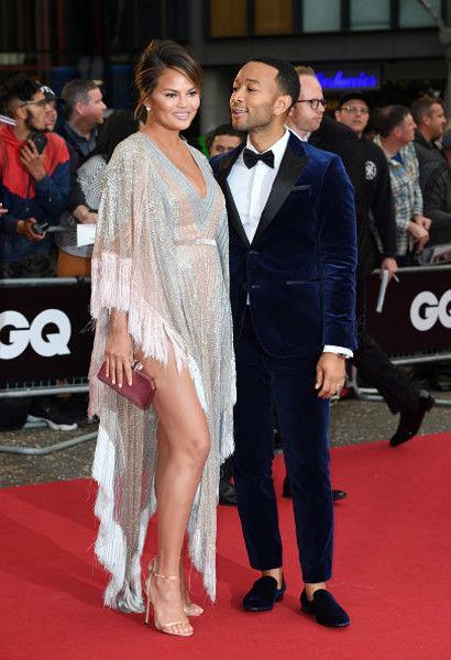 Прозрачное платье Оры и еще 15 звездных нарядов на премии GQ