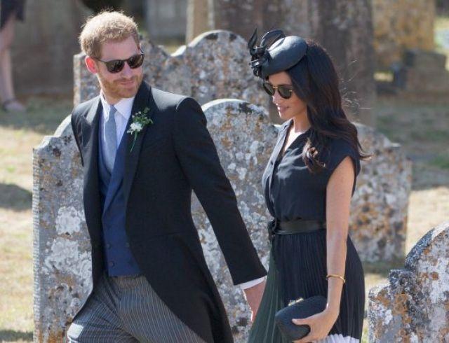 Принц Гарри появился на публике в рваных туфлях
