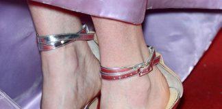 Пальцы во все стороны: Водянова не умеет носить босоножки