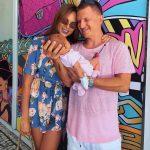 Певица Ханна показала первое фото в бикини после родов