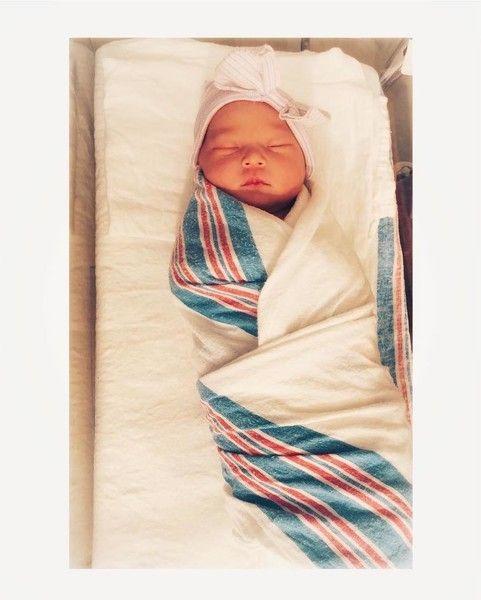 Кейт Хадсон показала первое фото новорожденной дочки