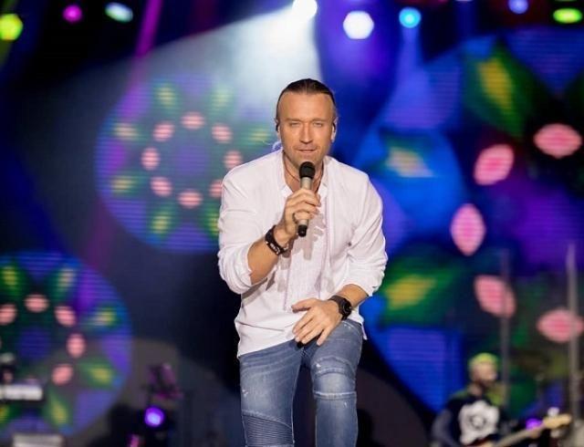 Олег Винник получил символический презент от поклонников (ФОТО)