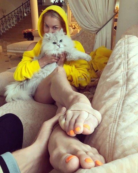 Волочкова – подписчикам: «Мои ноги с мозолями прекраснее ваших лиц»
