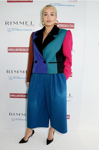 Растолстевшая Рита Ора вышла в свет в опасном платье