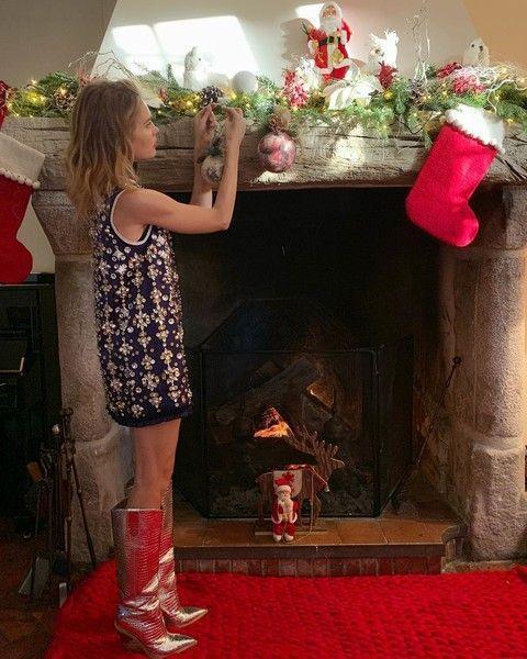 Толстый Санта и девочка-эльф: новогодние костюмы звезд