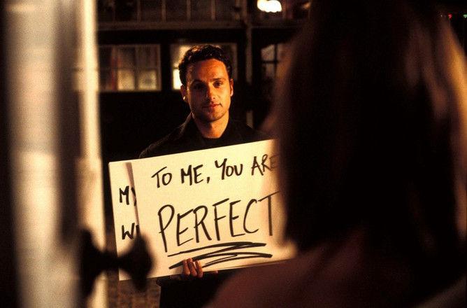 Как изменился актер, трогательно признавшийся в чувствах в «Реальной любви»