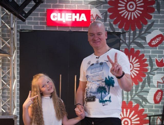 Дочь Евгения Кошевого спародировала отца и довела до слез его и весь зал