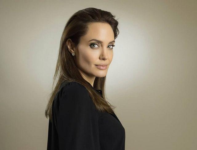 Анджелина Джоли восхитила образом во время прогулки с дочерью (ФОТО)