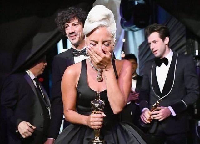 """Почему в Китае подвергли цензуре Леди Гагу на """"Оскаре-2019""""?"""