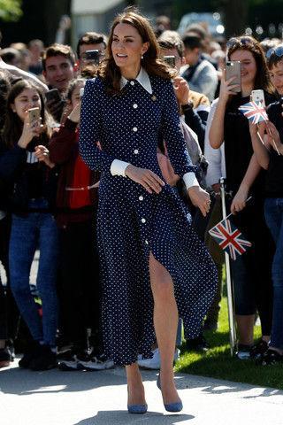 Кейт Миддлтон показала стройные ноги в легкомысленном наряде