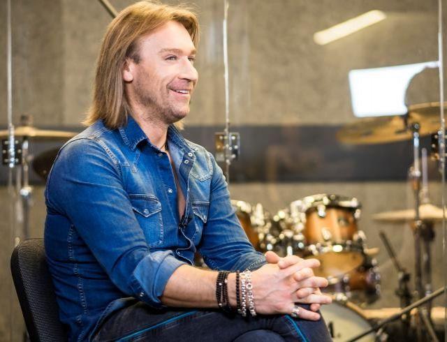 ХОЧУ задать вопрос с Олегом Винником: певец рассказал о пиаре на родных, красивых студентках и качественном сексе