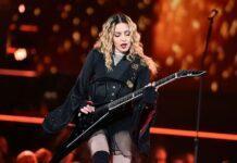 """61-летняя Мадонна резко отменила концерты из-за """"невыносимой боли"""""""