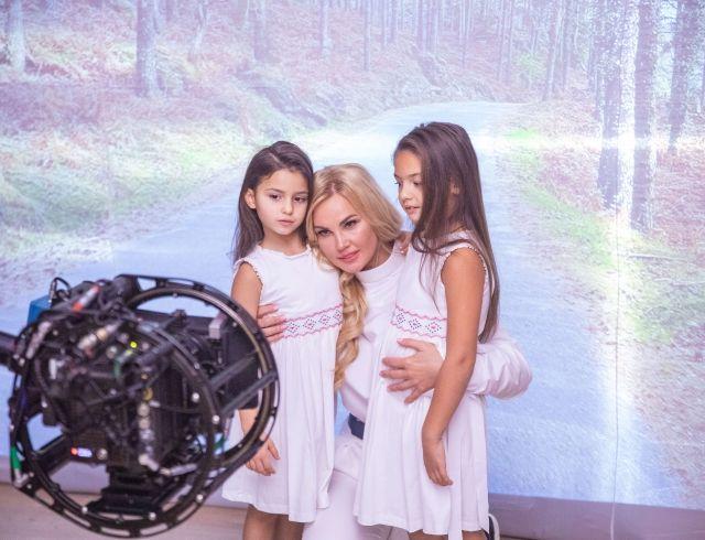 """""""Доню, не плач"""": KAMALIYA выпустила клип на самую лирическую песню в своем творчестве"""