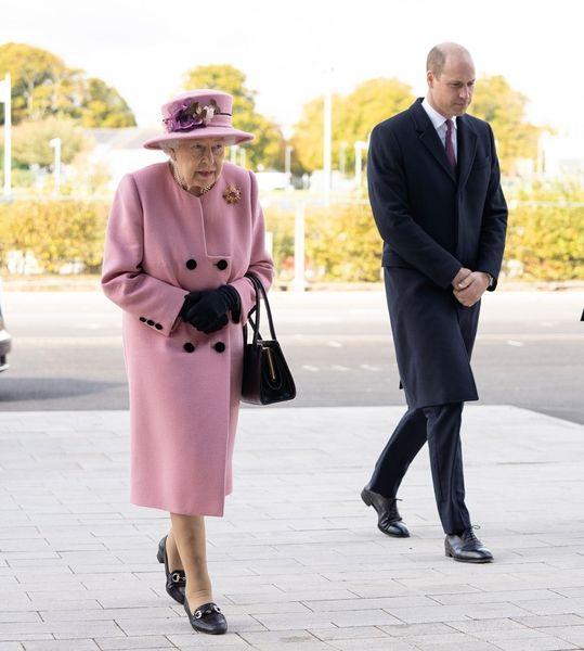Королева Елизавета II впервые за 7 месяцев появилась на публике (ФОТО)